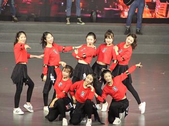 文化中心舞蹈社团参加大连市各界群众献礼十九大音诗画晚会